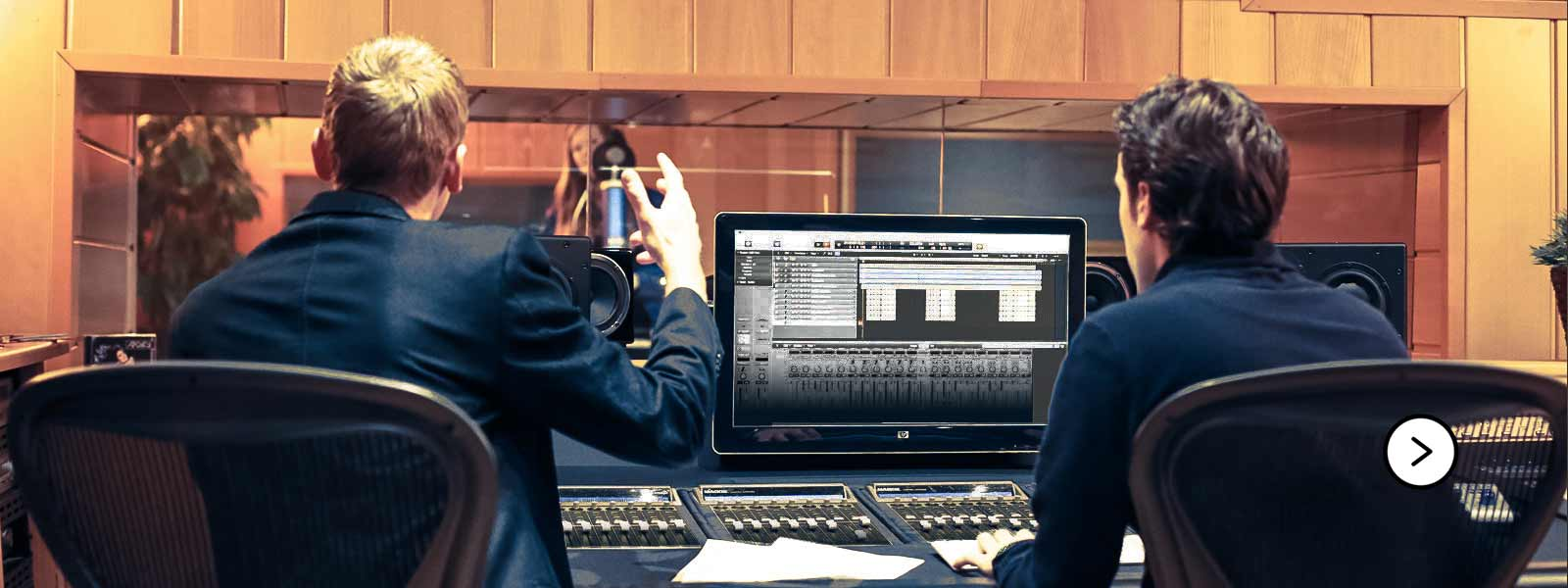 Producers in muziekstudio